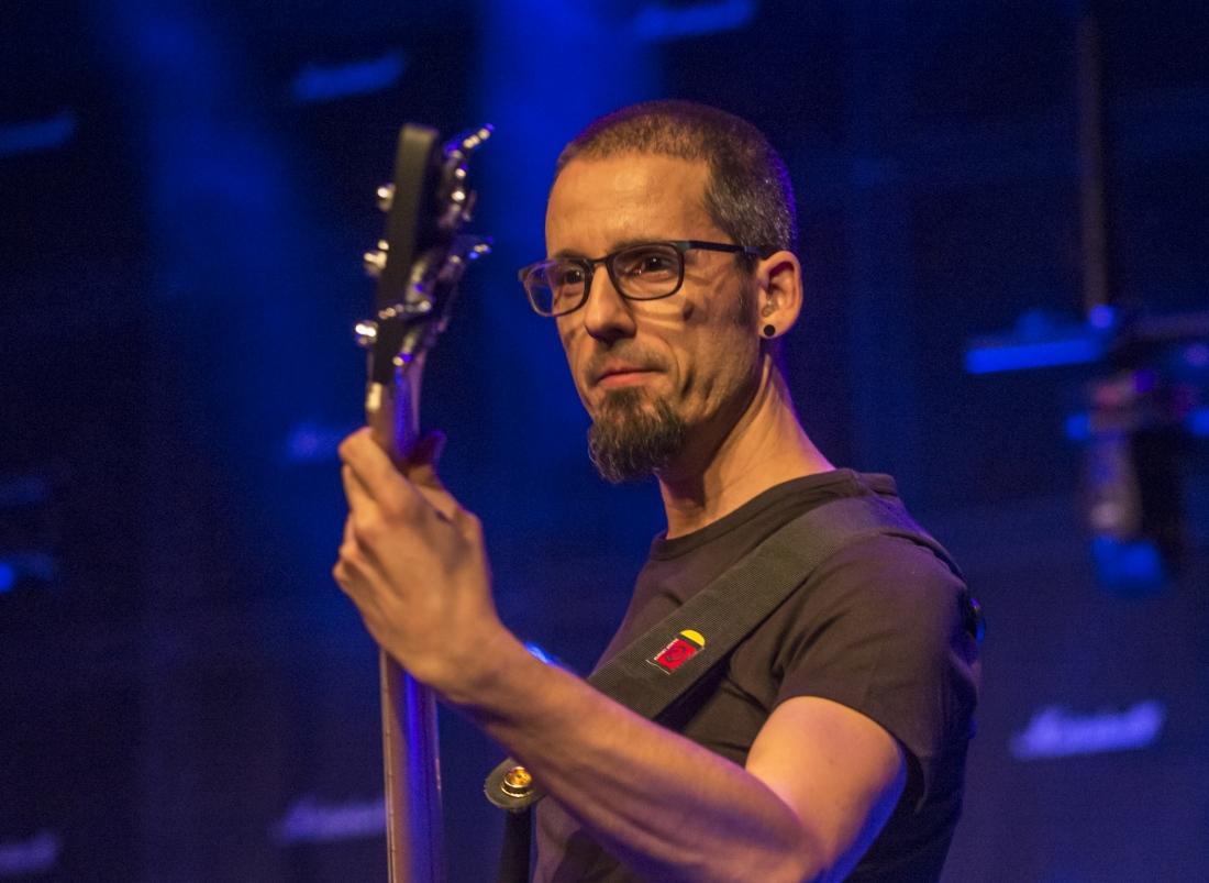 Miguel – Bass guitars